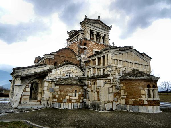 Αγία Φωτεινή, Εκκλησίες & Μοναστήρια, wondergreece.gr