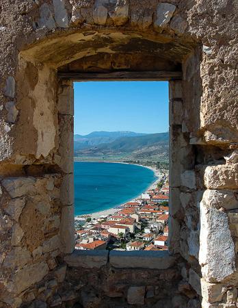 Κάστρο Παράλιου Άστρους, Κάστρα, wondergreece.gr
