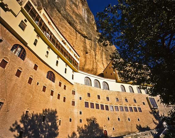 Μέγα Σπήλαιο , Εκκλησίες & Μοναστήρια, wondergreece.gr