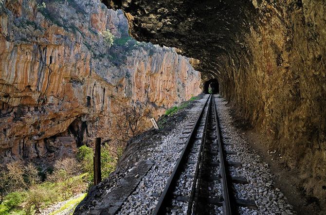 Οδοντωτός σιδηρόδρομος , Μνημεία & Αξιοθέατα, wondergreece.gr
