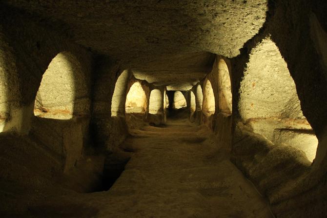 Catacombs, Monuments & sights, wondergreece.gr