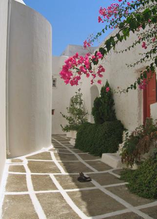Το καστρομονάστηρο των Ταξιαρχών, Εκκλησίες & Μοναστήρια, wondergreece.gr