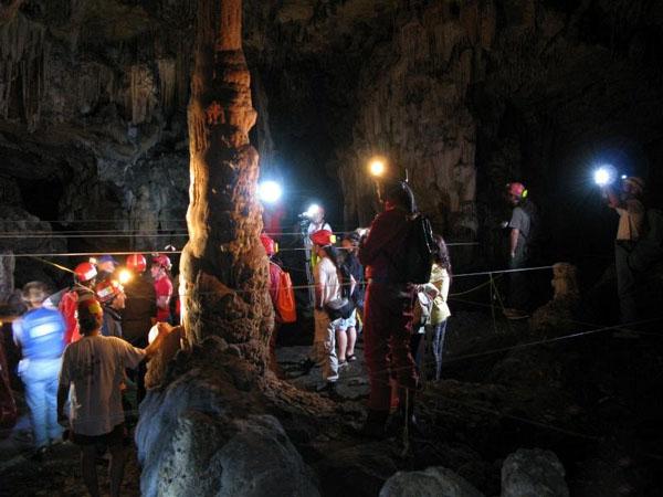 Σπήλαιο Μαρώνειας, Σπηλιές, wondergreece.gr