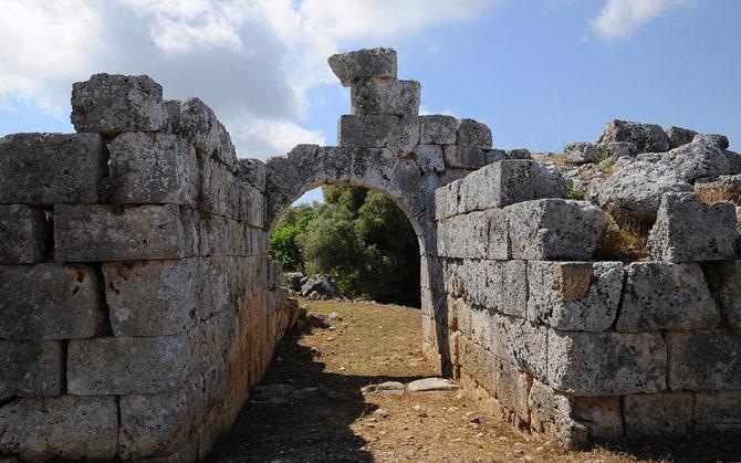 Αρχαία Πάλαιρος , Αρχαιολογικοί Χώροι, wondergreece.gr