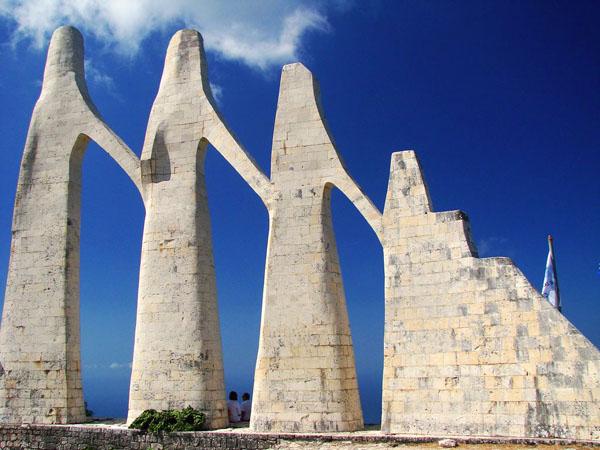 Μνημείο θυσίας στην Καμαρίνα, Μνημεία & Αξιοθέατα, wondergreece.gr