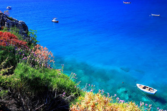 Χαραχιά, Παραλίες, wondergreece.gr