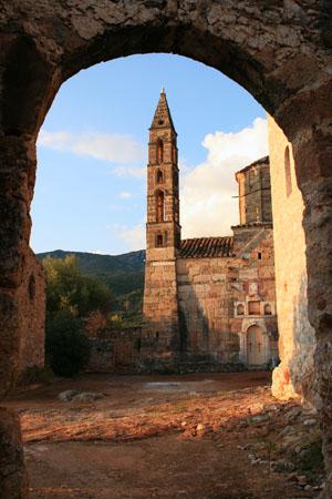 Άγιος Σπυρίδων, Εκκλησίες & Μοναστήρια, wondergreece.gr