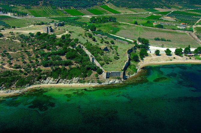 Κάστρο Νέας Περάμου (Ανακτορούπολη), Κάστρα, wondergreece.gr
