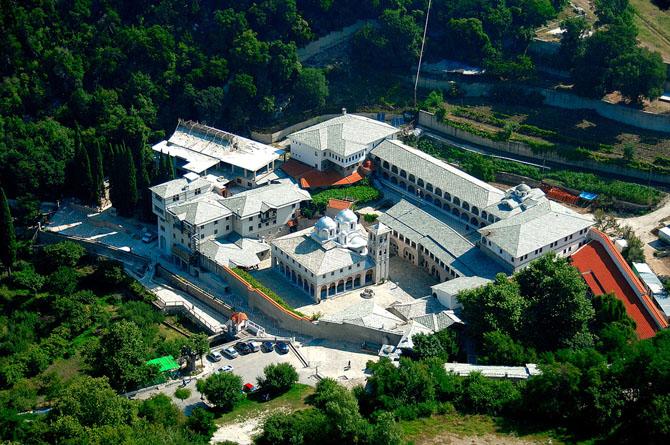 Ιερά Μονή Παναγίας της Εικοσιφοίνισσας, Εκκλησίες & Μοναστήρια, wondergreece.gr