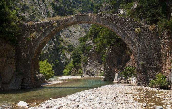 Liaskovo Bridge (Petroto), Monuments & sights, wondergreece.gr