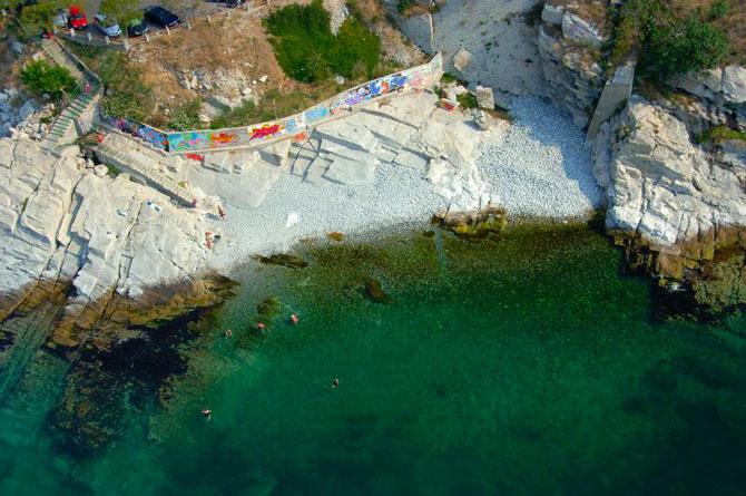 Βράχια Αγίας Βαρβάρας, Παραλίες, wondergreece.gr