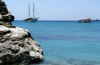 Agali (hug), Folegandros, wondergreece.gr